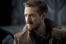"DC's Legends of Tomorrow --""River of Time""-- Image LGN114a_0114b.jpg -- Pictured: Arthur Darvill as Rip Hunter -- Photo: Diyah Pera/The CW -- © 2016 The CW Network, LLC. All Rights Reserved."