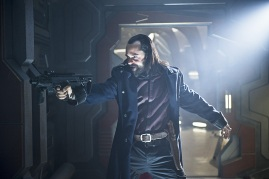 "DC's Legends of Tomorrow --""River of Time""-- Image LGN114b_0116b.jpg -- Pictured: Casper Crump as Vandal Savage -- Photo: Diyah Pera/The CW -- © 2016 The CW Network, LLC. All Rights Reserved."