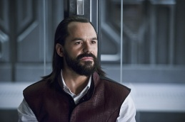 "DC's Legends of Tomorrow --"" River of Time""-- Image LGN114a_0299b.jpg -- Pictured: Casper Crump as Vandal Savage -- Photo: Diyah Pera/The CW -- © 2016 The CW Network, LLC. All Rights Reserved."