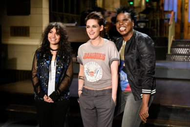 """SATURDAY NIGHT LIVE -- """"Kristen Stewart"""" Episode 1717 -- Pictured: (l-r) Musical guest Alessia Cara, host Kristen Stewart, and Leslie Jones pose on February 2, 2017 -- (Photo by: Rosalind O'Connor/NBC)"""
